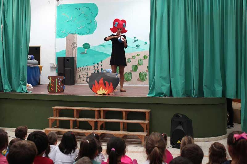 Niños y niñas de Jimena de la Frontera han celebrado el día de los derechos de la niñez con un cuentacuentos
