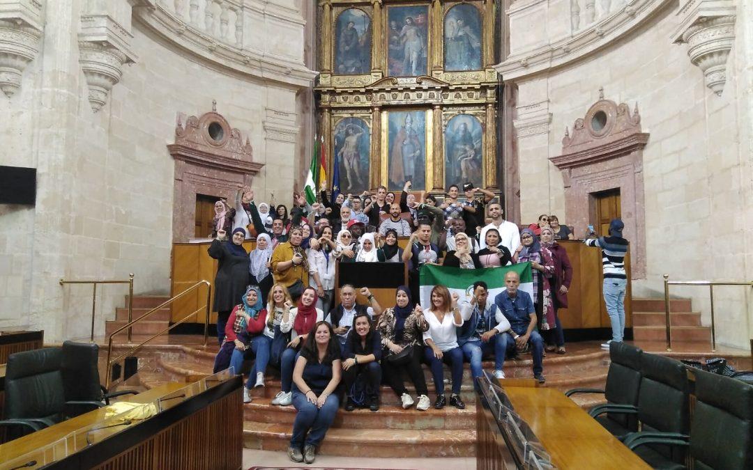 Vecinos migrantes de Algeciras visitan el Parlamento de Andalucía