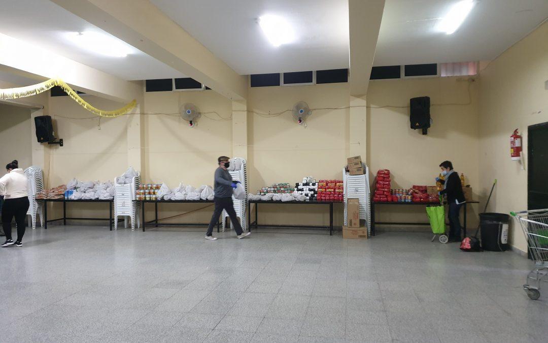 Noventa familias necesitadas de La Bajadilla reciben alimentos gracias a un colecta ciudadana organizada por antiguos scouts