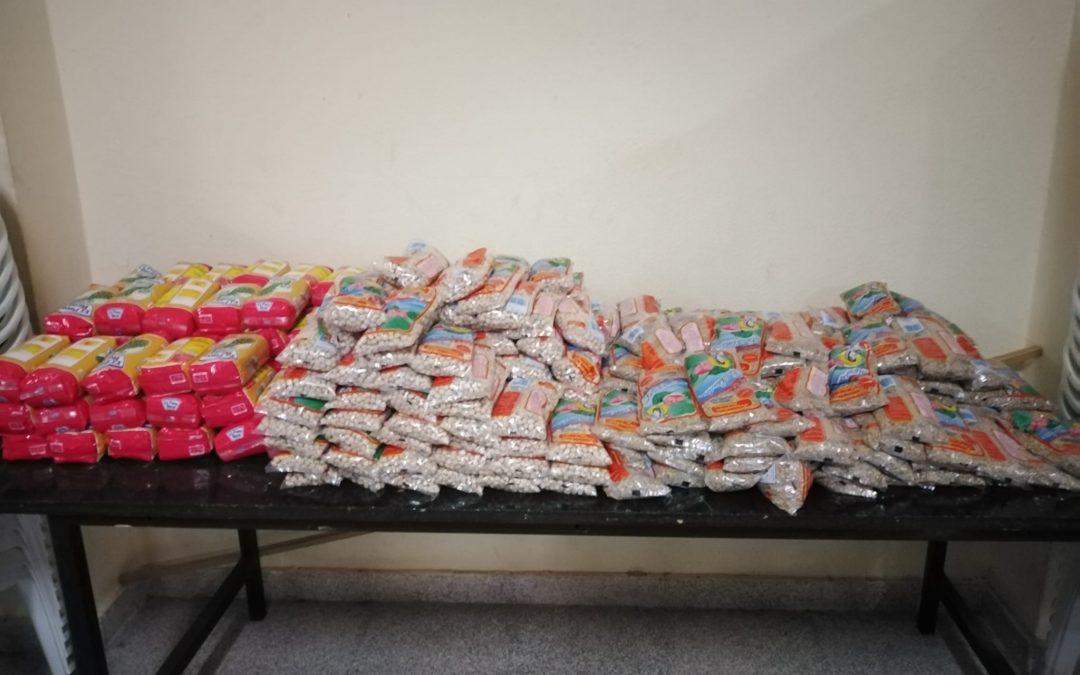 Márgenes y Vínculos entrega alimentos a setenta familias necesitadas de La Bajadilla gracias a una ayuda de Acerinox
