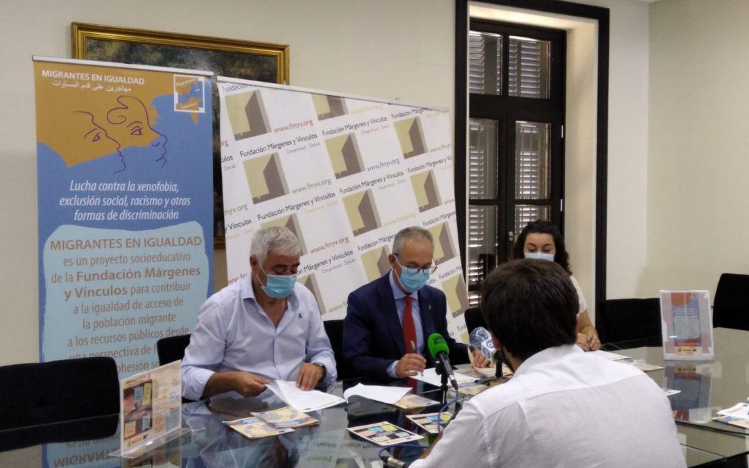 Márgenes y Vínculos comienza a repartir en la comarca su Guía de introducción al derecho de extranjería para profesionales