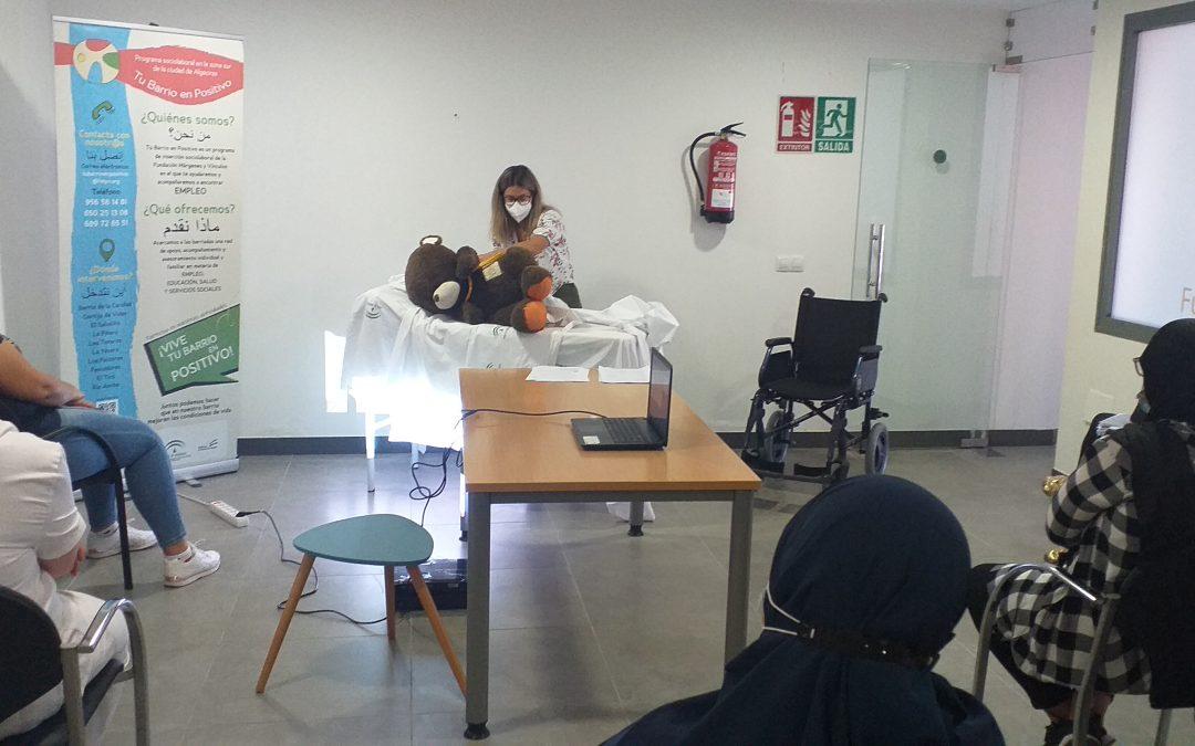 Algecireñas en búsqueda de empleo aprenden a cuidar a las personas dependientes en un taller de Tu barrio en positivo