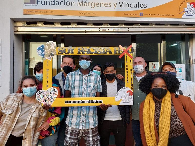 Setenta establecimientos del Campo de Gibraltar se unen a una campaña contra el racismo impulsada por Márgenes y Vínculos