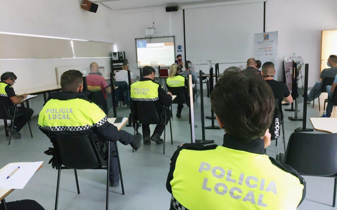 Márgenes y Vínculos imparte formación a policías locales de La Línea sobre gestión de la diversidad y delitos de odio